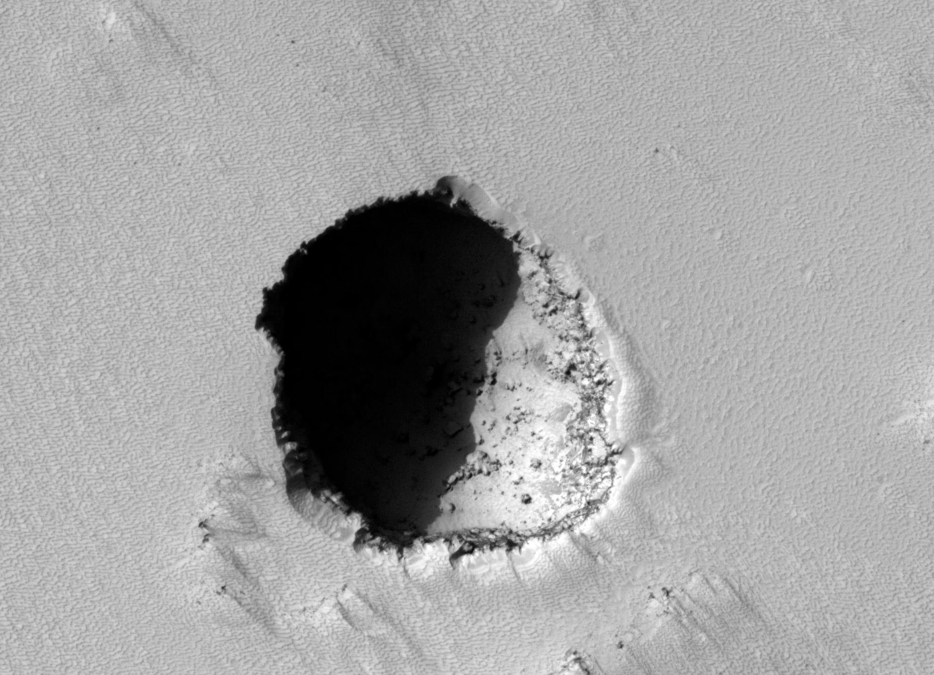 200-yard-wide pit on Mars