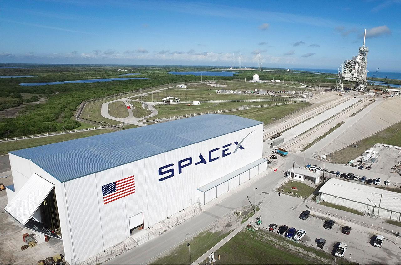 SpaceX w hangar Sept 16.jpg