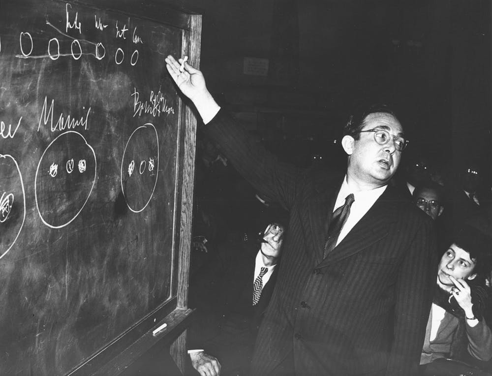 Leo Szilard lectures on the fission process