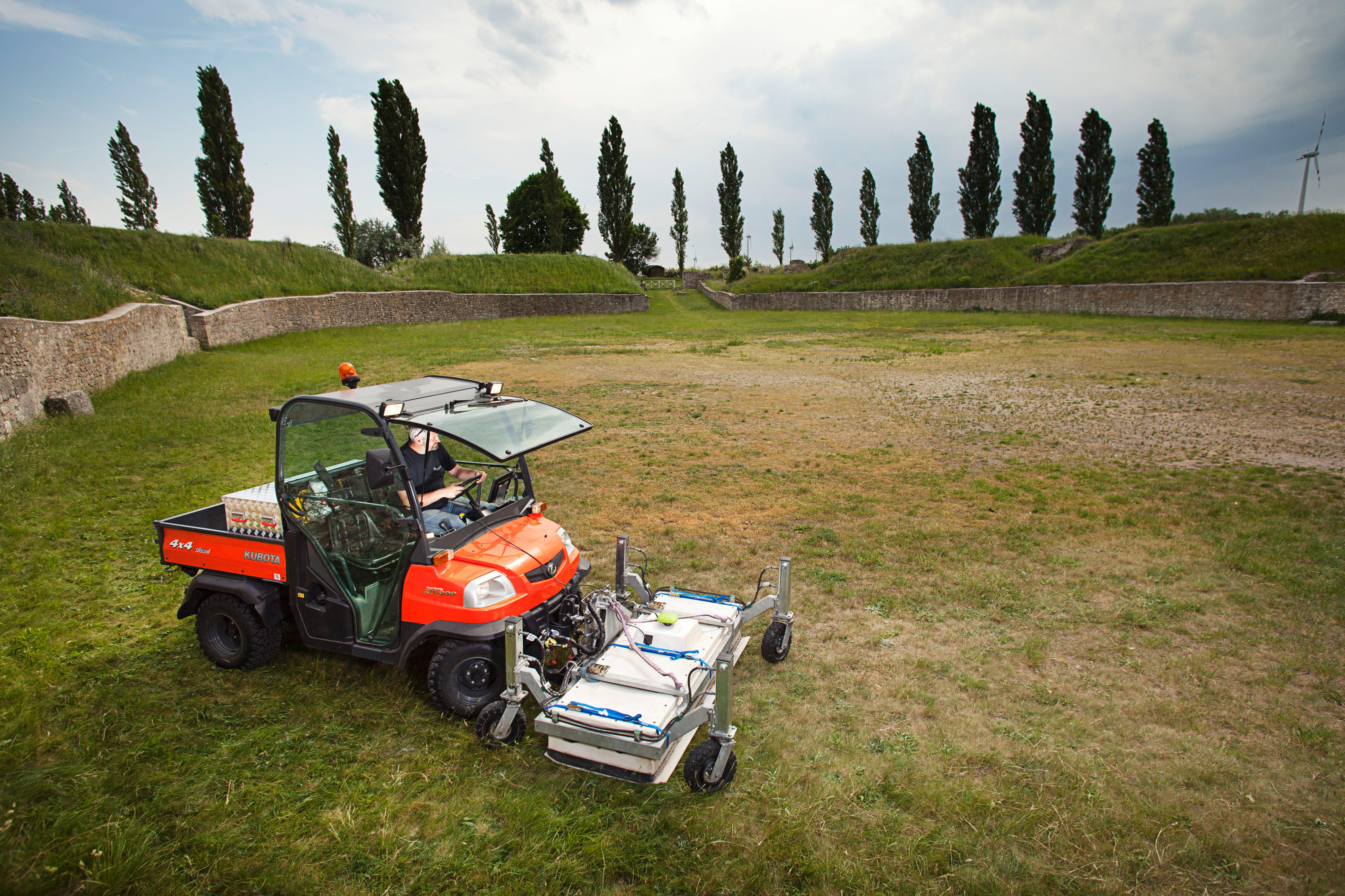 Motorized ground-penetrating radar