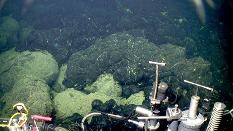 Underwater lava flows