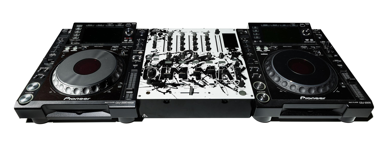 Aoki DJ equipment