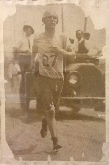 Bill running, May 1913, in St. Louis