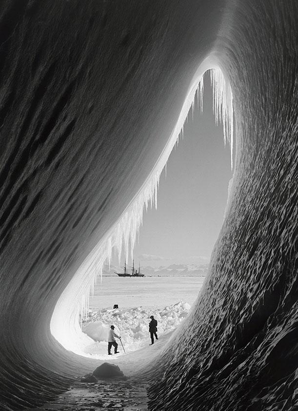 Grotto in berg, Terra Nova in the distance